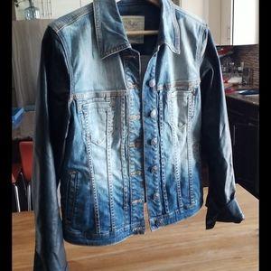 Jen jacket size Larger  Buffalo  with black sleeve